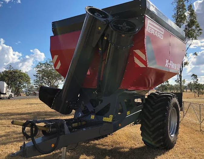 Perard grain cart